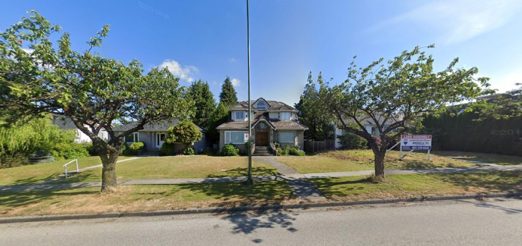 6. 75 W King Edward Ave - Google Maps